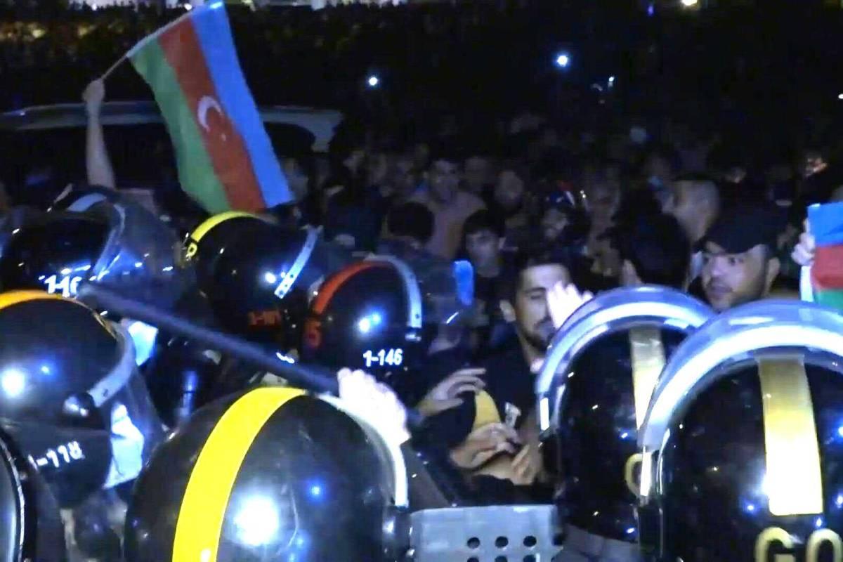 Aserbaidschaner Demonstrieren Fur Krieg Mit Armenien Waz De