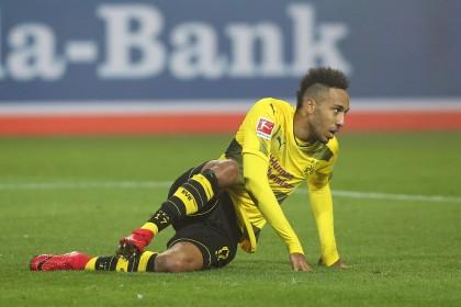 66ea899280 HSV feiert Arp - Augsburg ärgert sich über Video-Schiri | waz.de | 1.  Bundesliga
