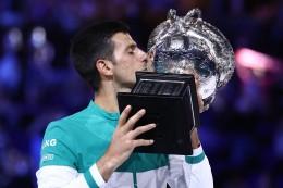 Tennis: Australian Open: Djokovic erteilt Medwedew eine Lehrstunde
