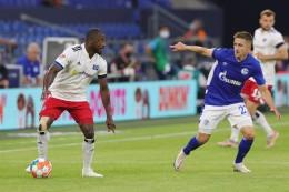 Schalke prüft mögliche rassistische Rufe gegen HSV-Profi Kinsombi