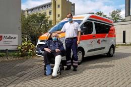 Abschied: 90-Jähriger verpasst Beerdigung der Ehefrau – Pfleger helfen