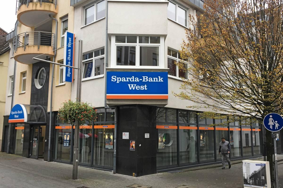 Sparda Bank West Schliesst 43 Filialen Und Baut Stellen Ab Waz De