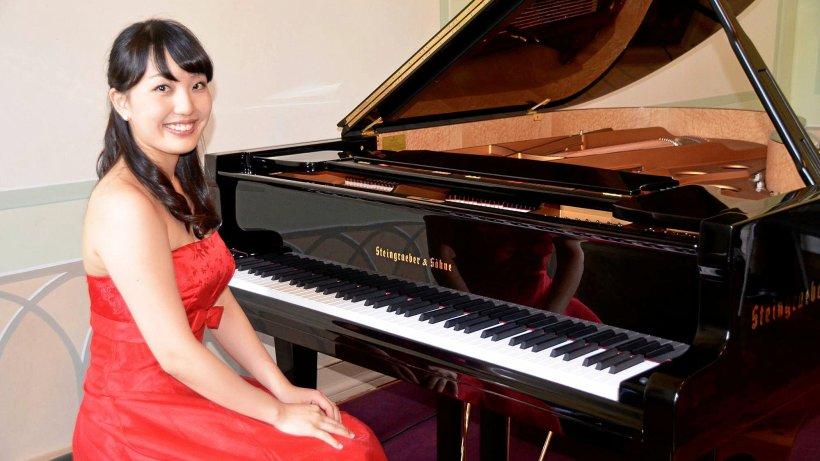 Preisgekrönte Pianistin beim Schlosskonzert in Bad Berleburg - WAZ News